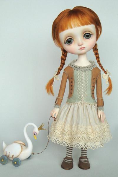 """Lucie 12.2"""" high, Swan 3.5"""" big, Polymer Clay, 2011"""